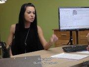 LOAN4K. Chica rusa monta la polla de un agente de préstamos en su oficina