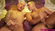 Gay britain - Muscled british queer drilled in his bum