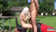 Old men fucking young dudes - Old dude banging young pussy on the lawnmower