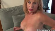 My pussy needs rubbed - American gilf phoenix skye needs to rub her old pussy