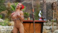 Sexy celebrity hunt 4 - Beautiful nicole aniston is hunting for some head in this sexy bikini
