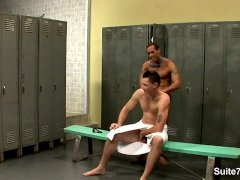 Gay Alexy Tyler gets nailed in locker room