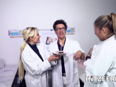 HITZEFREI Dr Mia Blow masturbates in the office