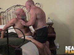 Maduro casado a pelo porno gay Maduro Masturbandose Videos And Gay Porn Movies Pornmd
