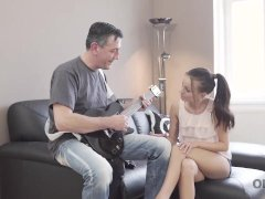 OLD4K. Old guitarist permits fan to play with his instrument