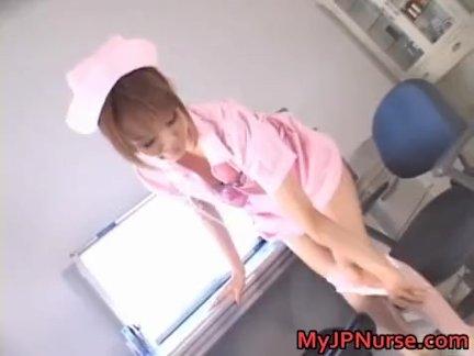 Азиатский медсестра - фаллоимитатор проникновение