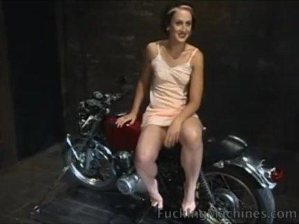 Секси блонду жарит таксист