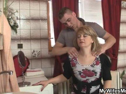 Двойной анал для тощей русской блондинки и сперма на мордашку
