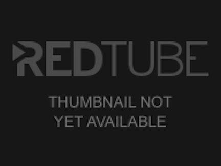 Негритянка с красными волосами защеканила перед сексом