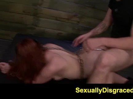 Озорница присела вагиной на твердый член