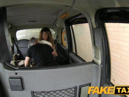 Поддельные такси потрясающий золотой экскаватор большое тело