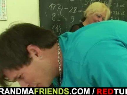 Два повезло шпильки имеют удовольствие с старый учитель