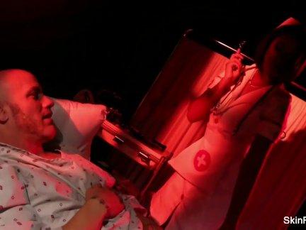 Медсестра кожа - анал ебёт от ее пациент
