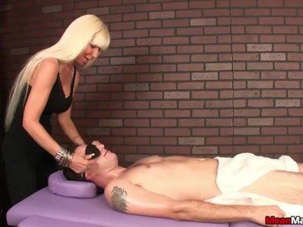 От первого лица массажистка доминирующей сессии