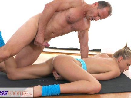 Фитнессрумс после спортзал класса потный секс сессий