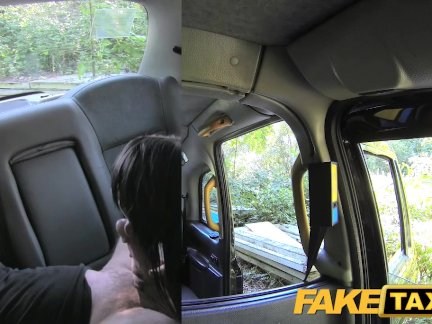 Поддельные такси испанский подросток с хорошей попкой