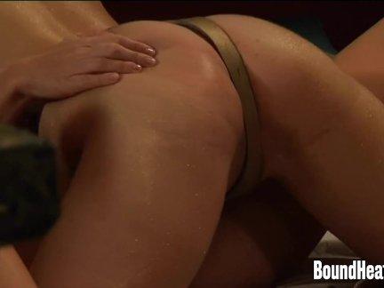 Лесби раб приятно ее друг с страпон
