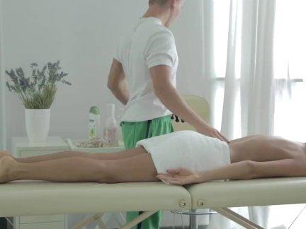 Возбужденный русский подросток грейферы член из ее массажистка и - трах