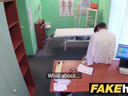 Поддельные больница чешский доктор кончает за возбуждённый обман жены плотно киска