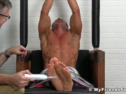Мышцы ебарь сдержанный и потикает жестоко