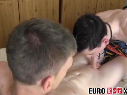 Европейские мальчики любят хороший старый лижет жопу задницу шлепки
