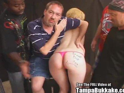 Анальный секс противный жопа дрочит блондинка банда ебёт