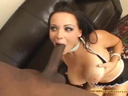 Нворшип хорошая девушка наташа показывает огромные сиськи и открытая киска