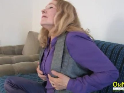 Бабка возбуждённый зрелые софия играть с сама