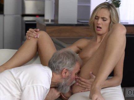 Олдк. чувственный секс, как старый муж и молодая жена начинают новый день