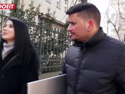 Летсдоеит-русский турист соблазняет местный парень с ее сексуальный пути