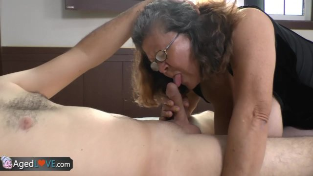 Real amateur shemales bending guys over