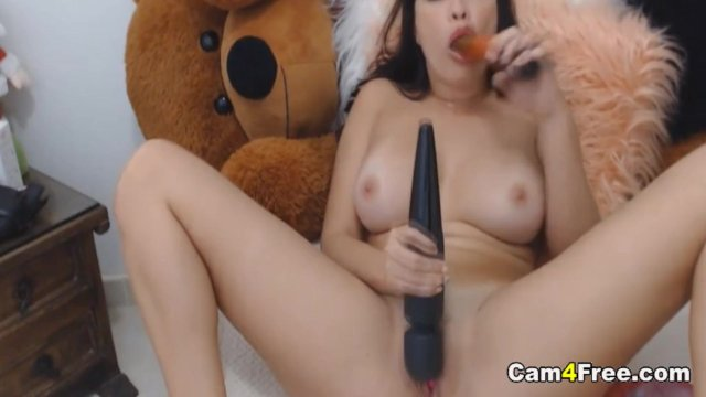 Big Tits Babe Playing Wtih her Vibrator