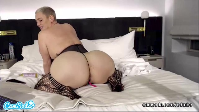 CamSoda - Polish Thickness Masturbates her thick pussy