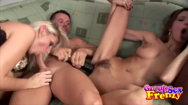Silvie Deluxe And Friends Dp Action And Mouth Cumshots