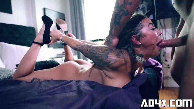 AD4X Heidi a la gorge defoncee totalement