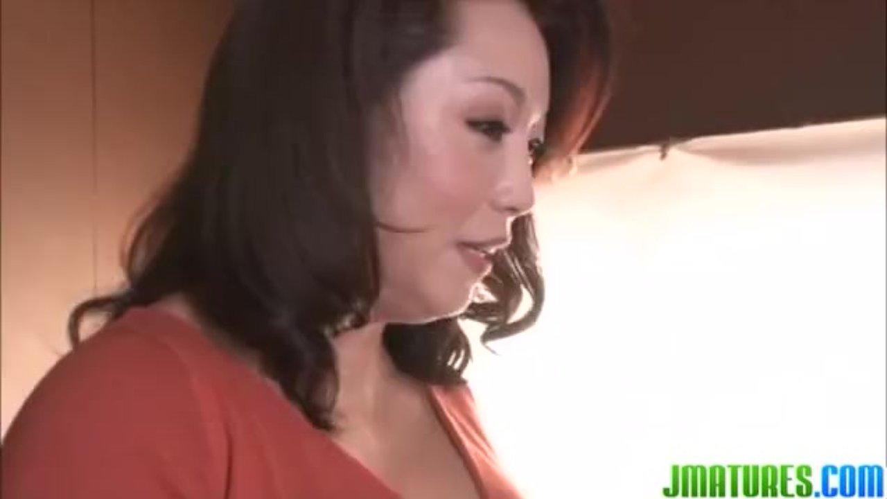 四十路のポッチャリ熟女母が息子の愛撫で「イク~」淫らな関係、母子相姦