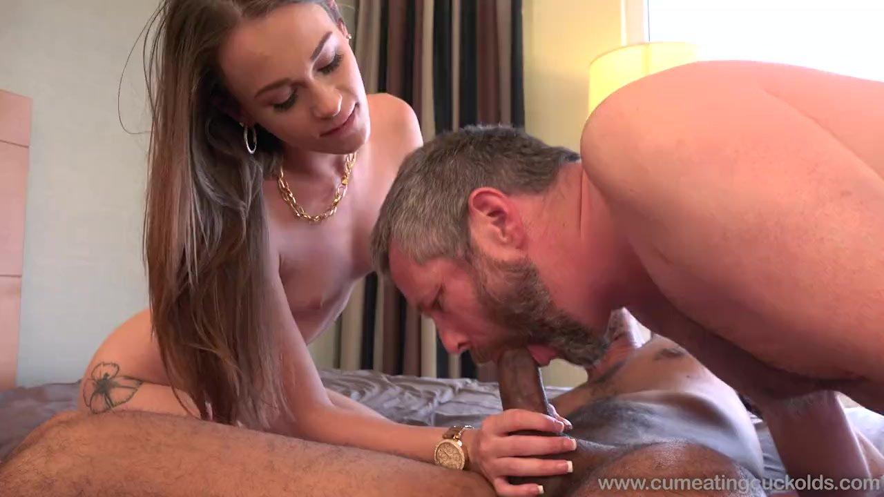 Порно сосет любовнику разговаривает с мужем