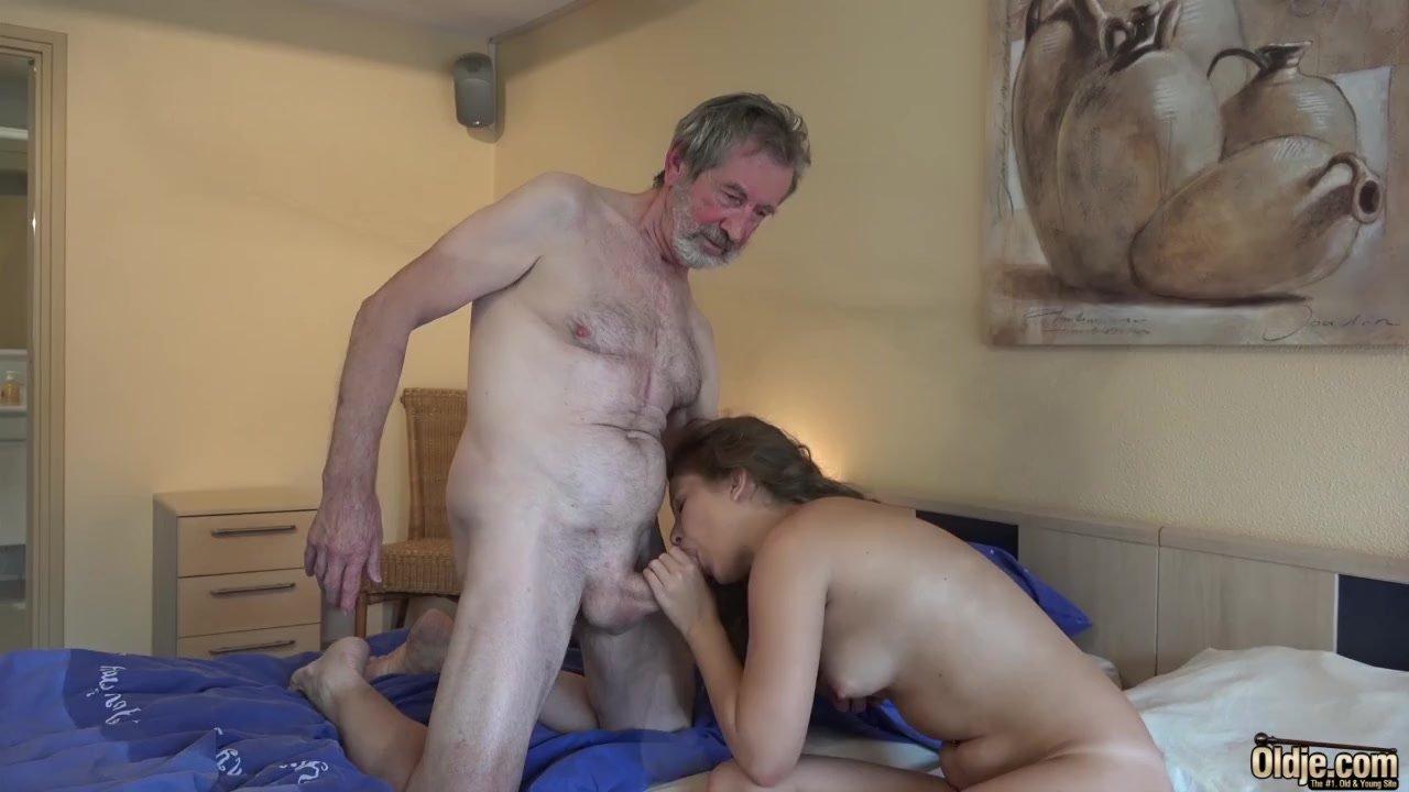 Abuelo Porno el abuelo se la mete muy dura a la nieta en un hotel de lujo