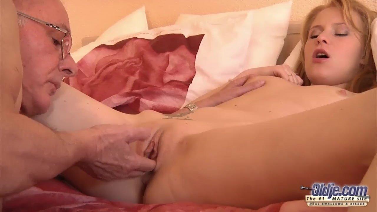 Abuela Y Nirta Lesbianas Porno la zorra necesitaba ver a su abuelo viudo disfrutar de ella