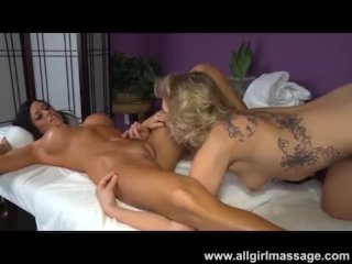 Aryana Augustine eats out her client
