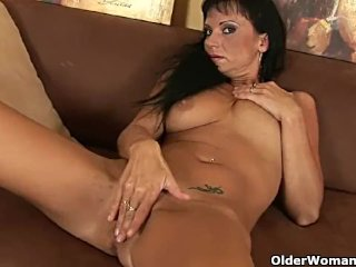 Busty MILF works her mature pussy