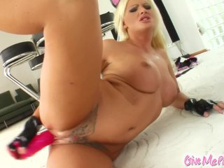 Give Me Pink Horny blonde works her holes