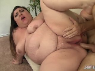 Round 'n' raunchy BBW Bella Bendz takes a har