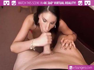 VR PORN-AUGUST AMES GIVE A WORLD CLASS BLOWJOB AT THE BAR