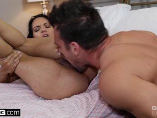 She loves getting her pussy eaten