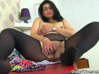 My favourite videos of English mums in tights: Classy, Caz and Candylips