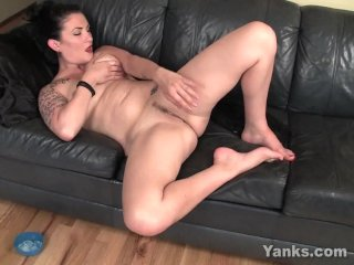 Yanks Chesty Babe Roxie Masturbating