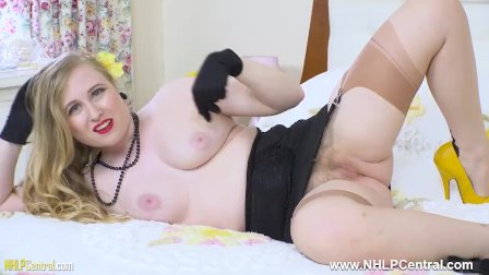 Busty blonde retro babe Satine Spark fingers pussy in girdle nylons heels