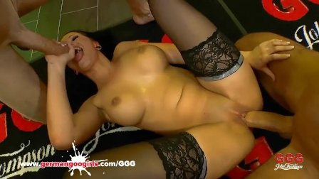 Jolee Love likes to get blowjobs and anal doggy rides - German Goo Girls