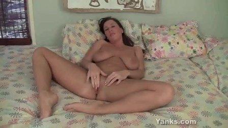 Yanks Cherry Lady s Fabulous Clit Cum